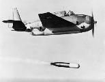 "Grumman TBF-1 ""Avenger"" выполняет сьро торпеды, 1943 г."