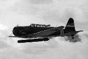 Торпедоносец-бомбардировщик Nakajima B5N2 с торпедой и поднятым в боевое положение пулеметом, 1942 г.
