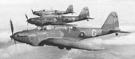 """Группа бомбардировщиков Fairey """"Battle"""" Mk.I в полете, 1940 г."""