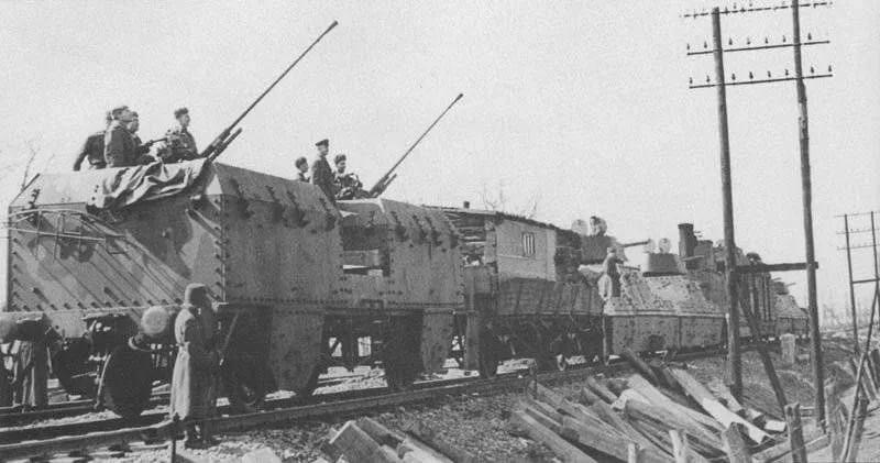 на бронепоездах — боевая готовность