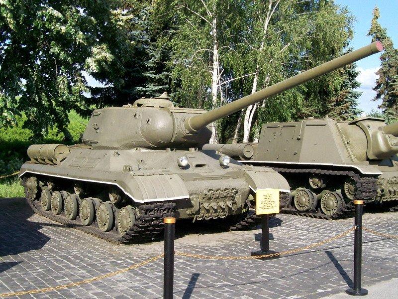 Советский тяжелый танк ИС-1